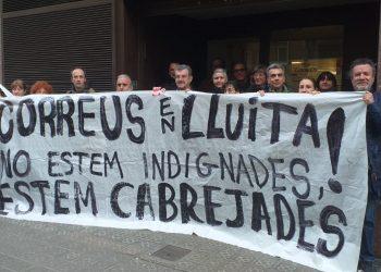 Primer día de la huelga parcial indefinida en Correos de Barcelona