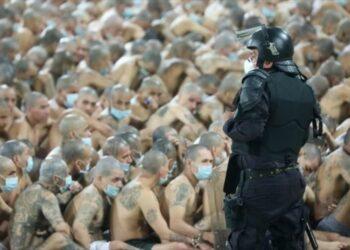 Nayib Bukele declara la guerra a las pandillas en plena pandemia