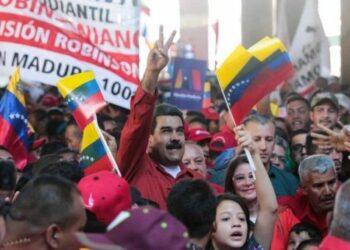 Lucha sin cuartel en defensa del presidente Maduro: de corazón