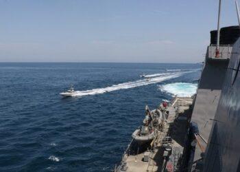 Irán: Advierte a EEUU que atacará sus buques si amenazan la seguridad del país