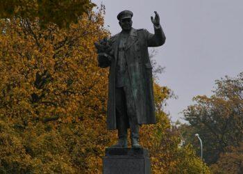 Rusia acusa a República Checa de despreciar la lucha antifascista tras la retirada de una estatua del mariscal Kónev