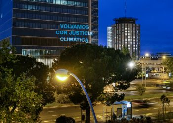 Miles de personas en todo el mundo se movilizan para pedir una salida con justicia climática a la crisis sanitaria