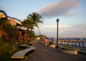 Gobierno de El Salvador militariza principal puerto turístico para forzar cuarentena