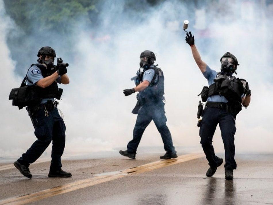 La policía estadounidense gasea a periodista ruso que cubría las protestas en Minnesota