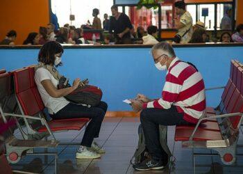 Cuba no reabrirá aún sus fronteras