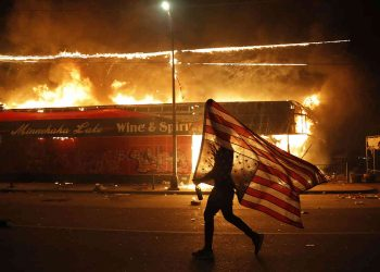 Arde Estados Unidos