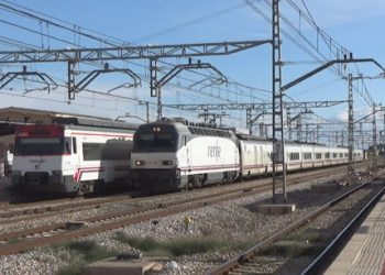 La Plataforma en defensa del tren rural de Andalucía, contra la supresión del tren convencional Sevilla Barcelona