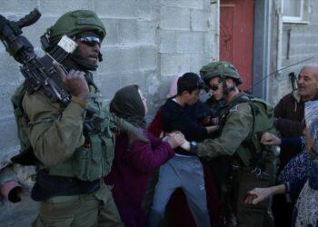 Fuerzas israelíes secuestran a 29 palestinos en Cisjordania