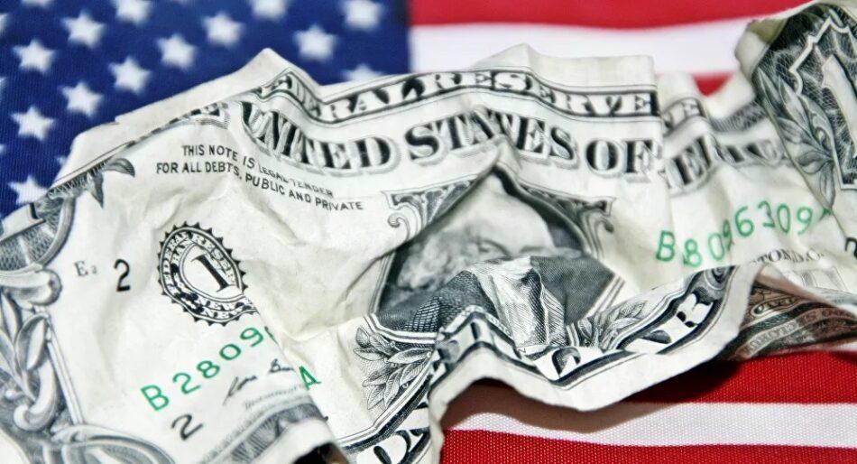 Analista estadounidense: se acerca el colapso del dólar mientras EEUU pierde sus privilegios