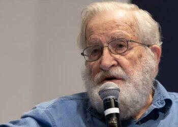 Chomsky: Capitalismo provocó alta mortalidad por COVID-19 en EEUU