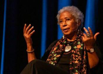 Alice Walker, Noam Chomsky, Eve Ensler: intelectuales y organizaciones piden Nobel de la Paz para la cooperación médica de Cuba