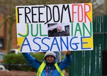 Abogados reiteran dificultades en la salud de Julian Assange