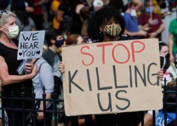 Miles protestan por nueva muerte de afroamericano a manos de policía en EE.UU.