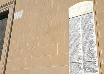 El Gobierno vuelve a esquivar pedir a los obispados cumplir con la retirada de símbolos franquistas