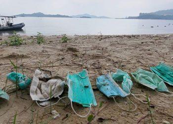 El aumento del plástico por el Covid-19 se une a la lista de amenazas que ya padecen nuestros mares