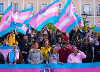 La plataforma trans indignada por el contenido transfóbico del documento interno del PSOE