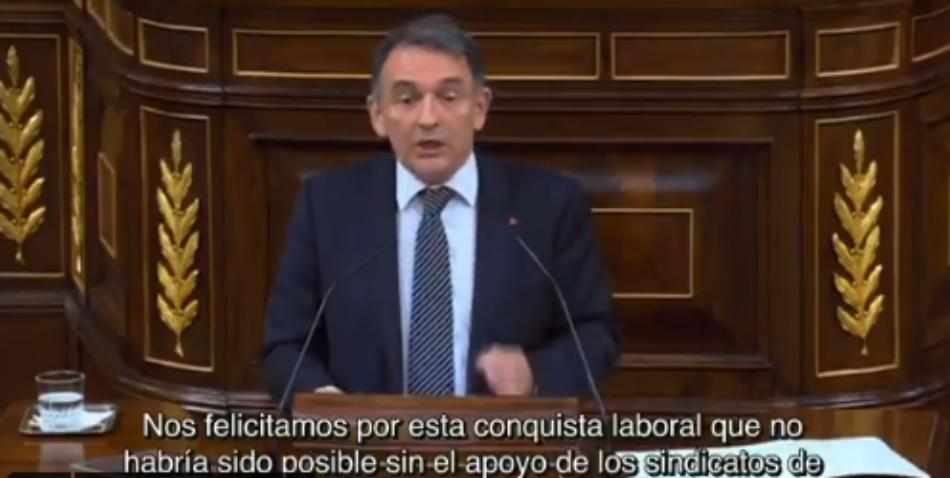 """Enrique Santiago reprocha a Vox que """"primero inundan de 'fake news' y ahora inauguran la era de las 'fake laws'"""" con una """"ley falsaria"""" sobre subida de sueldo a policías y guardias civiles"""