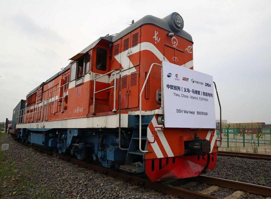 El primer tren de suministros sanitarios parte de China con 34,6 millones de mascarillas y 400.000 buzos desechables