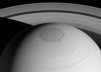 Una posible explicación al hexágono de Saturno