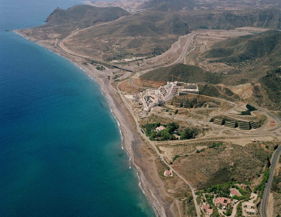 El Supremo insta a la Junta de Andalucía a cumplir la sentencia que declara «El Algarrobico» área «no urbanizable»