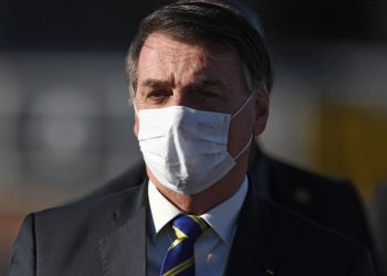 Bolsonaro presenta síntomas de COVID-19 y se somete a nuevo test