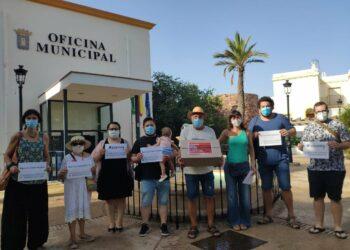 Entregan 200.000 firmas contra el proyecto del hotel en los Genoveses en Almería y en Níjar