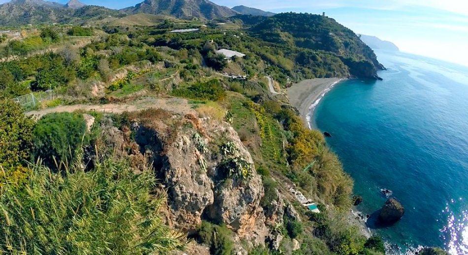 Adelante Andalucía rechaza el macroproyecto de Larios en los acantilados de Maro y apuesta por un desarrollo sostenible