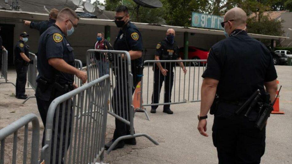 Las autoridades estadounidenses allanan el recién desalojado consulado chino en Houston