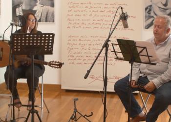 La cantautora Lucía Sócam y el poeta Juan José Téllez inician la gira «Desexilios» en el 80 aniversario del exilio republicano