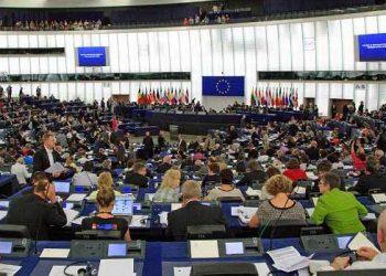 IU traslada a la Comisión Europea el acoso judicial de VOX al Gobierno de coalición