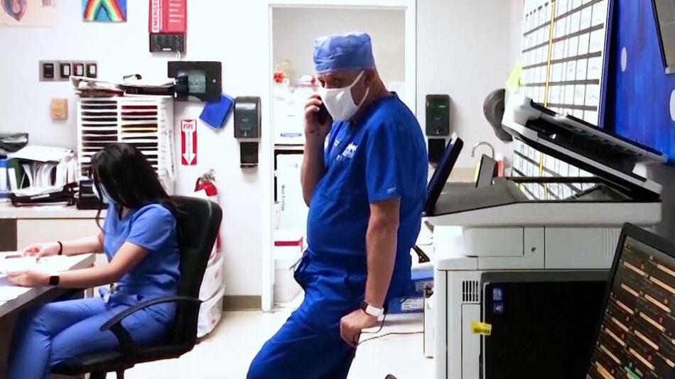 """Más de 150.000 muertes por COVID-19 en EE.UU.; expertos en salud pública piden """"reiniciar desde cero"""" la estrategia ante el virus"""