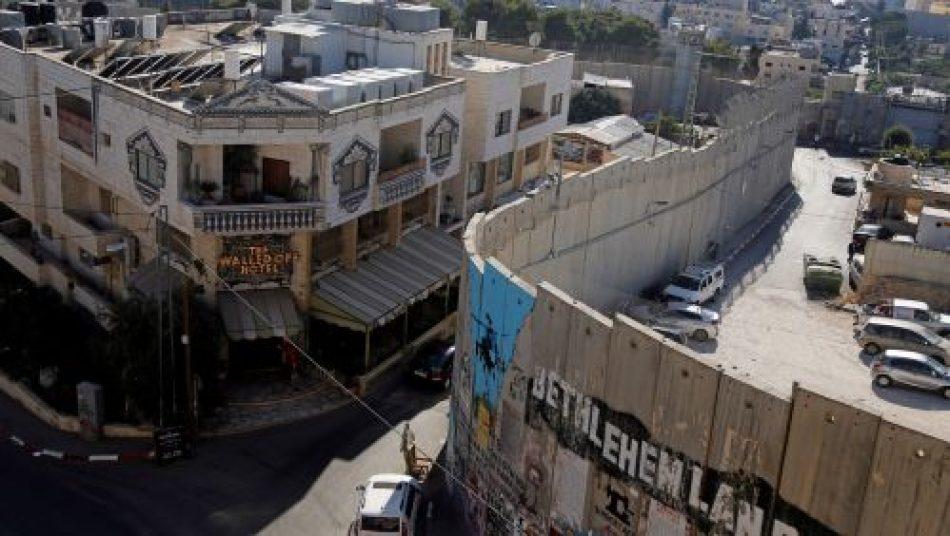 Banksy dona pinturas de la crisis de refugiados para recaudar fondos para un hospital en Palestina