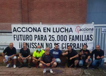 CGT paraliza la salida de camiones de los almacenes de Nissan en Barcelona