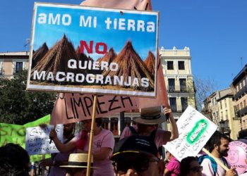 IU Castilla y León eleva al Parlamento Europeo su preocupación por los proyectos de macrogranjas en Palencia