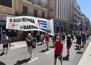 Colectivos, partidos y movimientos de solidaridad con Cuba celebran el 26 de julio con una manifestación en Madrid