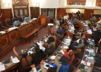 Gobierno de facto boliviano decreta ascenso de militares, atribución que corresponde a la Asamblea