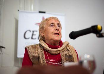 Stella Calloni: «El arma más poderosa que tiene la derecha son los medios»