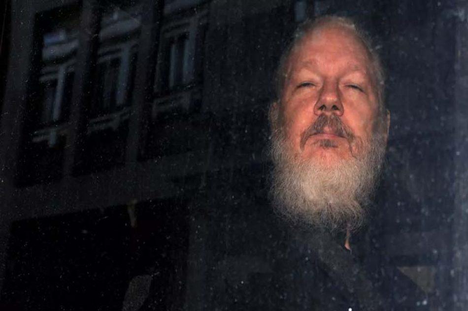 Parlamentarios británicos contra la extradición de Assange a EE.UU.