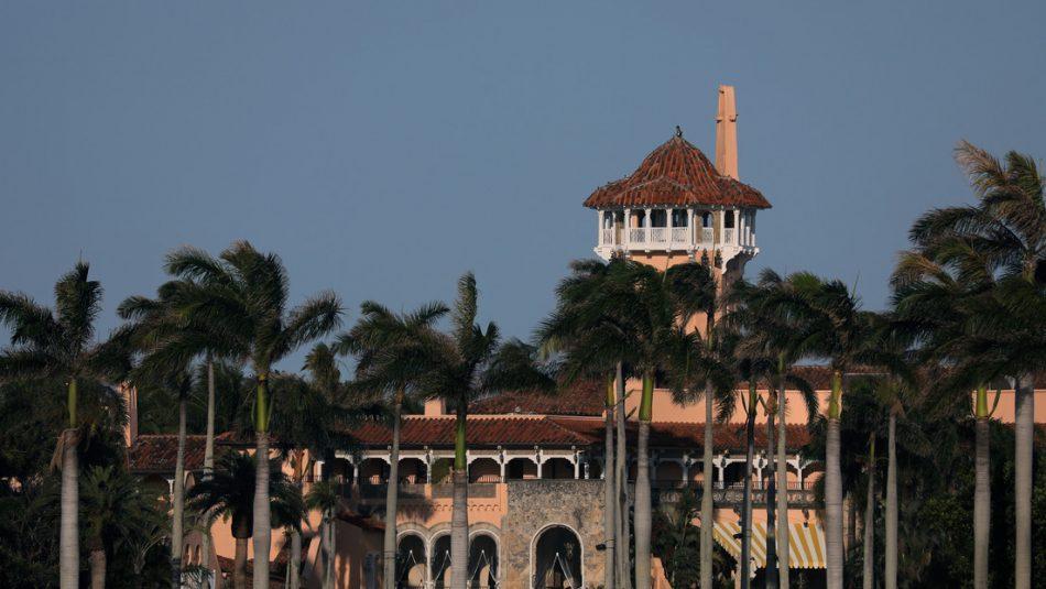 Tres jóvenes irrumpen en la residencia de Trump en Palm Beach con un fusil AK-47
