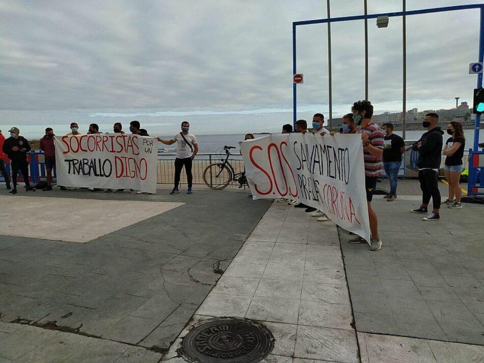 Persoal de salvamento das praias da Coruña concéntrase en Riazor por unhas condicións dignas