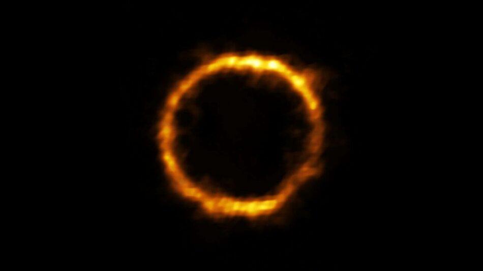 Este anillo de luz es la galaxia más lejana similar a la nuestra