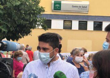 Ismael Sánchez pide a la Junta que no culpe a la ciudadanía ante las grandes colas que se están sufriendo para la vacunación en mayores de 80 años en Sevilla