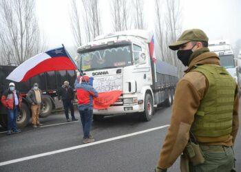 La huelga de camioneros continúa por segundo día en Chile