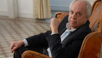 El escritor Eduardo mendicutti presenta en Conil su novela 'Para que vuelvas hoy'