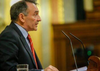 Enrique Santiago acusa a PP y Ciudadanos de «golpismo de guante blanco»