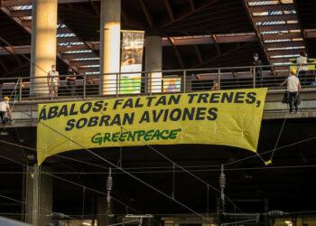Greenpeace pide a Ábalos más trenes y menos aviones para frenar la crisis climática