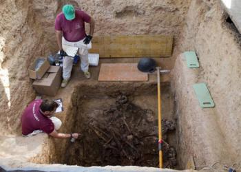 Dos asociaciones de familiares solicitan al Ayuntamiento de Paterna la inhumación de los cuerpos fuera de la fosa común
