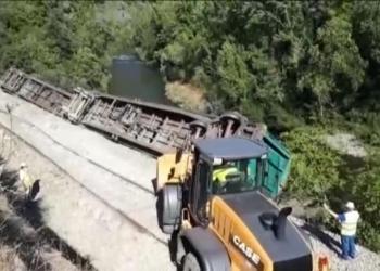 """Amigos da Terra denuncia o vertido de dous vagóns ao río Sil requirindo ás administracións que apliquen o principio """"quen contamina, paga"""""""
