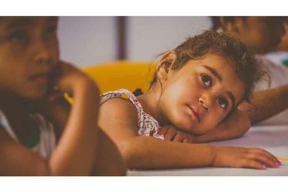 Muchos países ricos del mundo le fallan a los niños, alerta Unicef