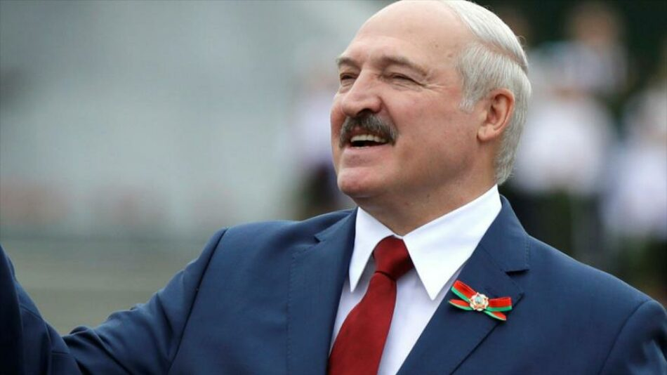 Respuesta simétrica: Lukashenko pide a Macron dejar el cargo